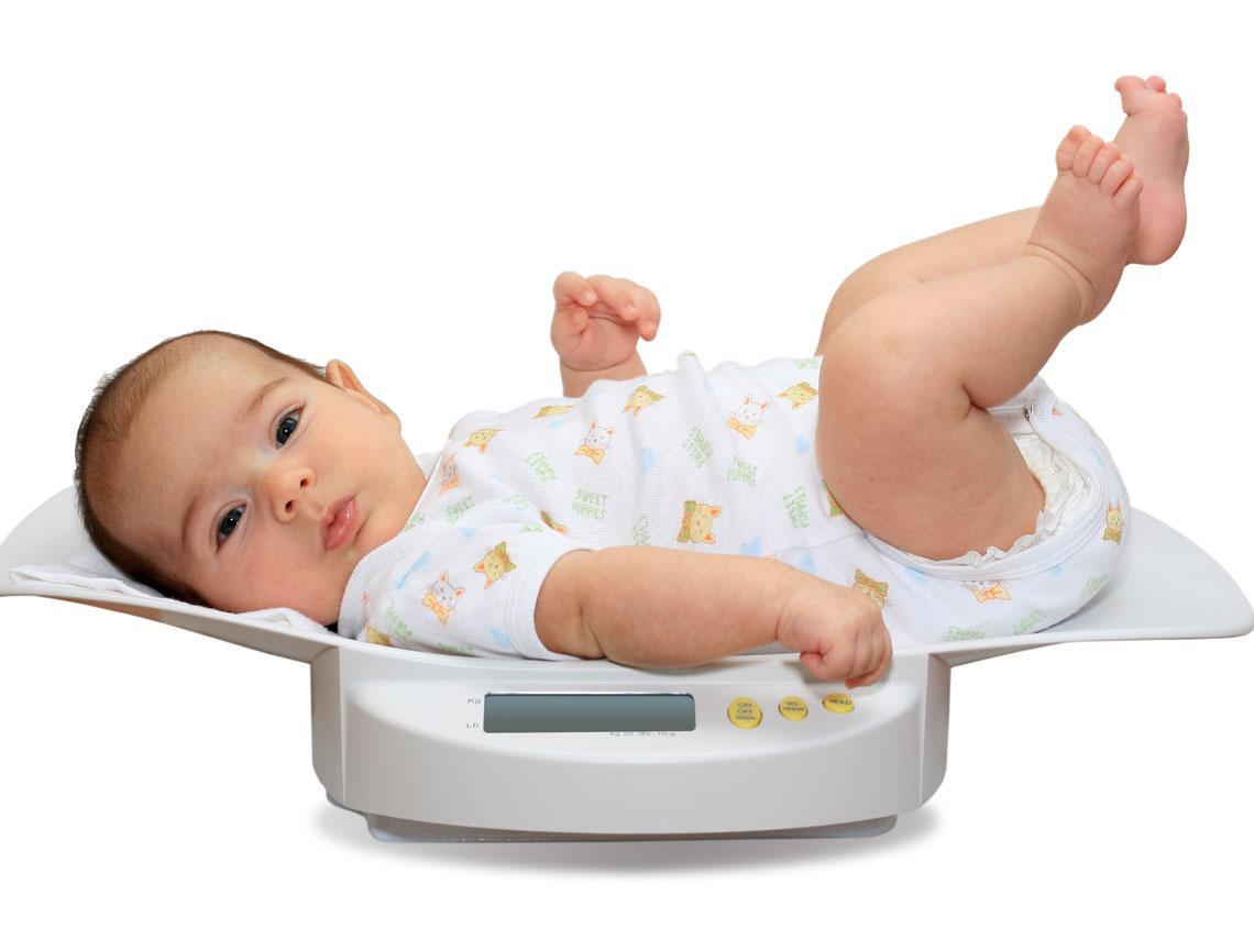Cu nto peso debe ganar el beb cada mes pautas generales - Con cuantos meses se sienta un bebe ...