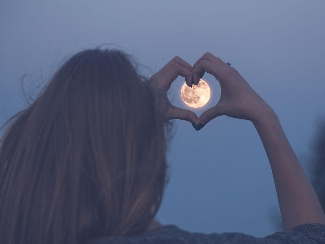 ¿Nacen más niños en luna llena?