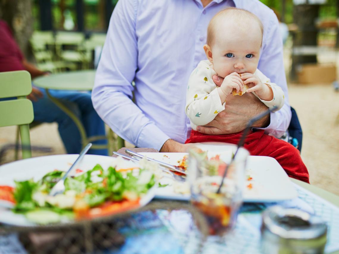 Consejos útiles para comer fuera de casa con el bebé