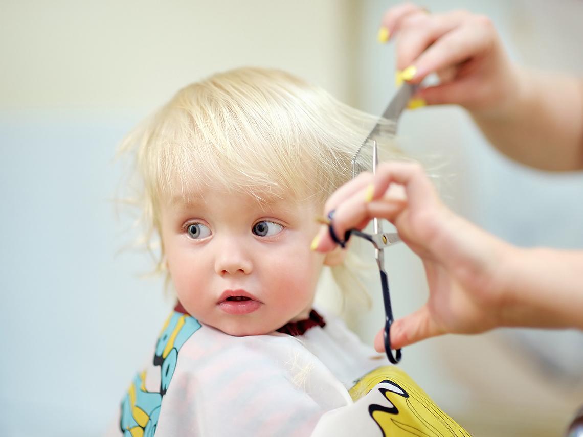 niño cortar pelo