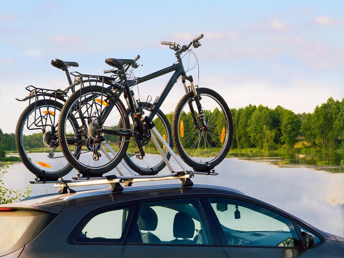 Bicicletas en la baca del coche