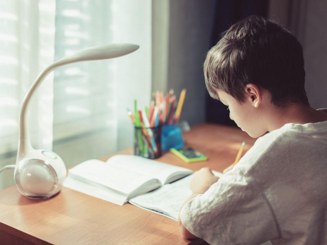 Trucos para crear un ambiente de estudio seguro en tu casa