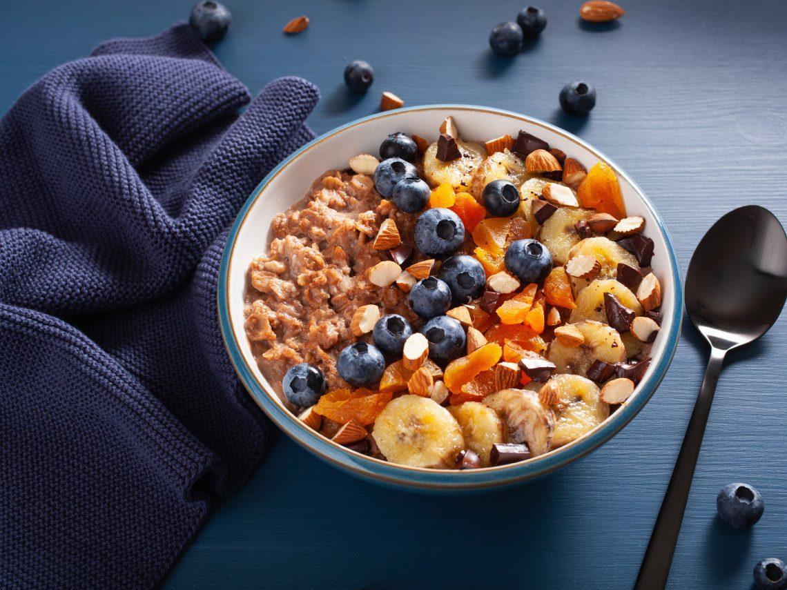 Porridge de avena con quínoa, cacao y plátano