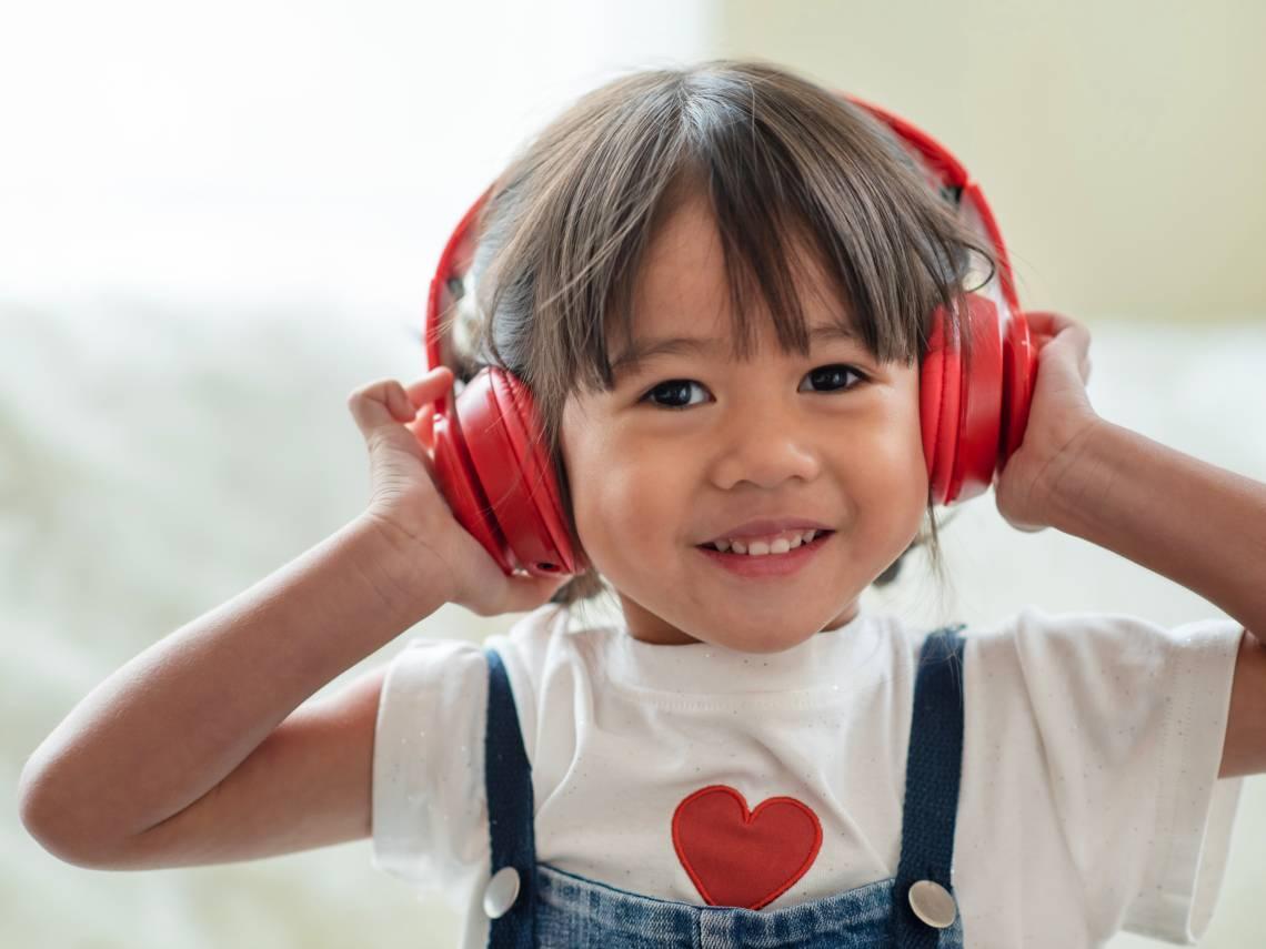 niña música
