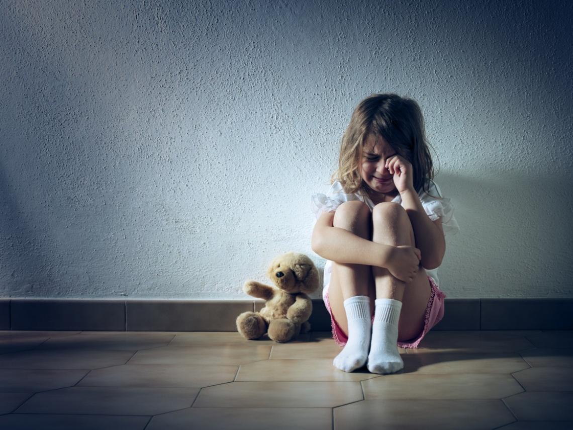 Niña triste (Foto: iStock)