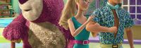 Toy Story 3. Barbie y Ken se conocen