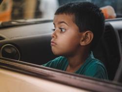 Viajes con niños: Consejos para evitar mareos y vómitos en el coche