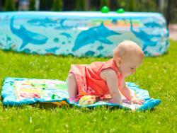 Crema solar antes de los seis meses: ¿qué pasa si se la has puesto al bebé?