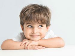 El niño tuerce un ojo: Cuándo hay que preocuparse