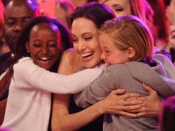 """El mensaje de Angelina Jolie a los niños del mundo: """"es bueno ser diferente"""""""