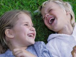 Felices en la infancia, más sanos de adultos