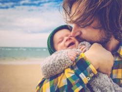 El Congreso aprueba por unanimidad igualar en 16 semanas los permisos de maternidad y paternidad