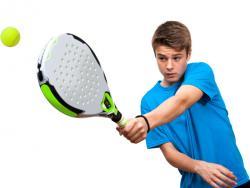 El pádel, un deporte con grandes beneficios para los más pequeños