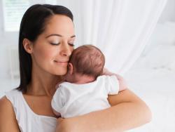 Caricias y abrazos: ¿por qué son tan importantes para el bebé?