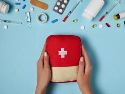 Botiquín de primeros auxilios en una casa con niños