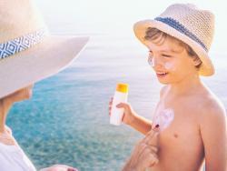 ¡Ojo con usar el protector solar del año pasado! Podría ser peligroso