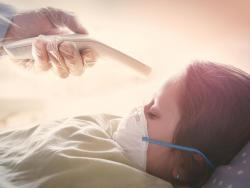 Los pediatras advierten: si tu hijo tiene fiebre, no le lleves al colegio (este año con más motivo)