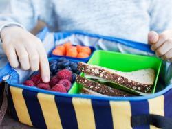 Almuerzo en el cole en tiempos de coronavirus: ¿qué pueden llevar los niños y cómo deben hacerlo?