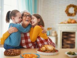 Cómo aprovechar Acción de gracias para disfrutar en casa con peques