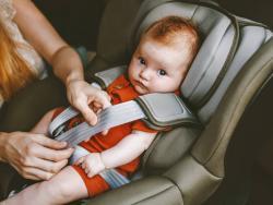 La DGT quita cuatro puntos del carnet por no llevar sistema de retención infantil o hacer un mal uso del mismo