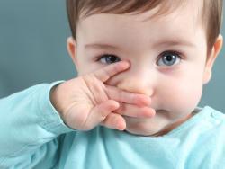 Cómo limpiar los mocos a un bebé de un mes