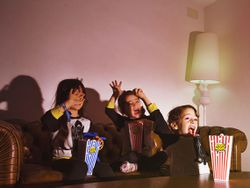 Binge-watching infantil: así consiguen las series enganchar a tus hijos