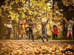 Moda infantil de otoño: las prendas más prácticas para el cole