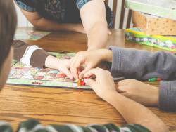 Juegos de mesa que educan en emociones