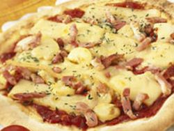 Pizza de queso y bacon