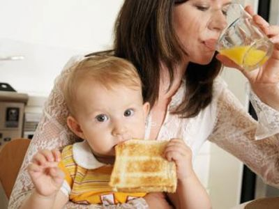 ¿En qué mes se introduce el gluten en la alimentación del bebé?