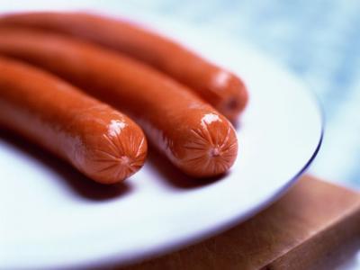 Las salchichas: un alimento habitual que puede ser peligroso