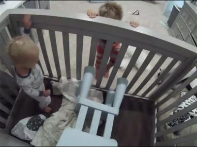 La sorprendente idea de un niño para ayudar a salir de la cuna a su hermano