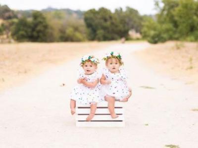 Las hermanas que dieron a luz a la vez celebran el cumpleaños de sus pequeñas