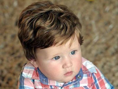 ¿Bebé con peluquín? ¡No! Es su pelo natural