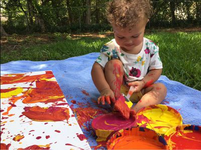 Así son los sorprendentes lienzos pintados por un peque de 16 meses