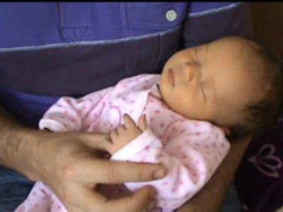 Consolar a un bebé que llora