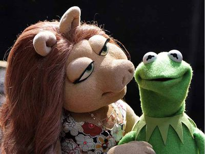 La rana Gustavo y la cerdita Peggy han roto