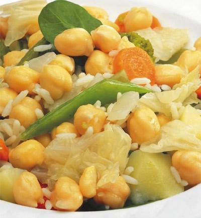 Plato de garbanzos con verduras