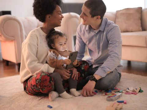 ¿Cómo calmar al niño sin recurrir al móvil o a la tablet? Ideas que funcionan