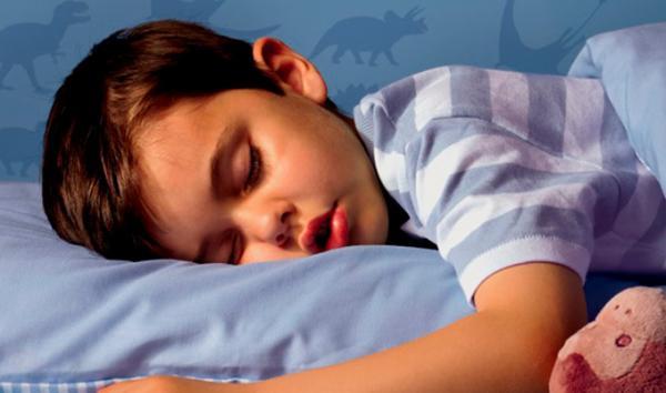 Cosas que te ayudarán si tu hijo se sigue haciendo pipí en la cama