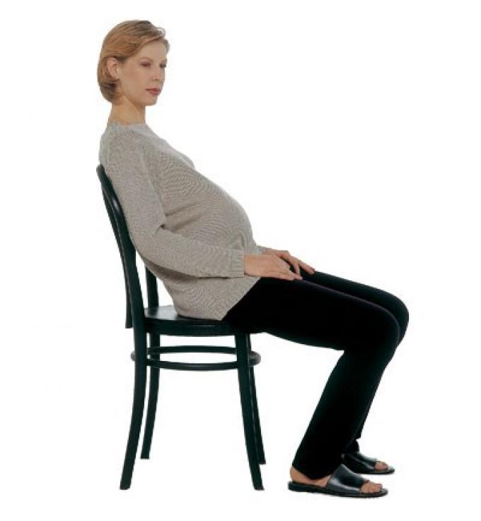 Buenas posturas para la espalda en el embarazo c mo - Fotos de bancos para sentarse ...