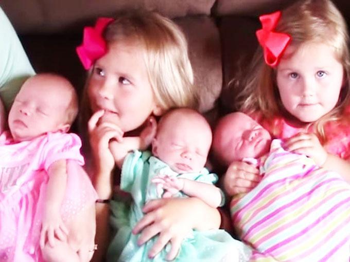 Las trillizas con sus hermanas mayores