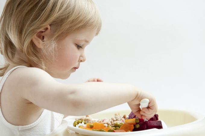 Comer solo -sin ayuda- con la cuchara