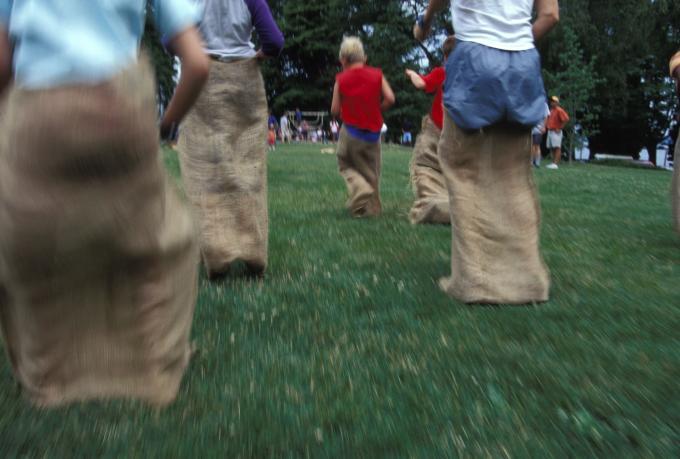 Juegos tradicionales: La carrera de sacos