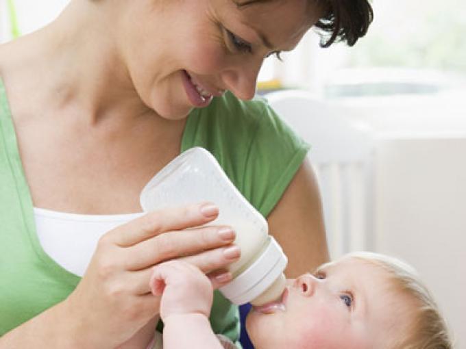 ¿Con qué frecuencia hay que alimentar a un recién nacido?