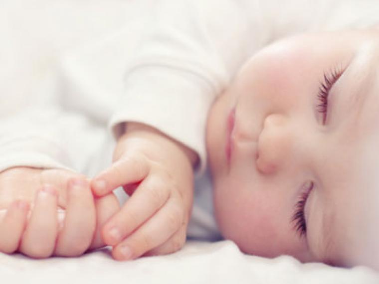 1 de cada 4 bebés no consigue dormir toda la noche del tirón