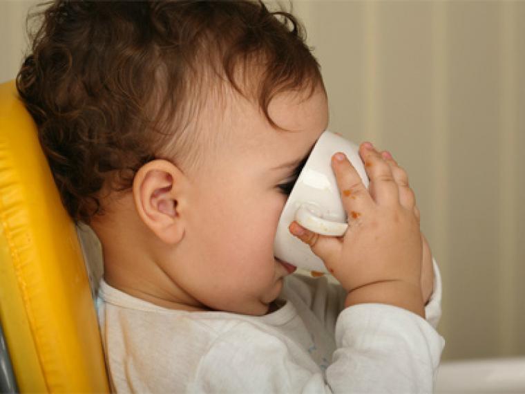 Consejos para que el niño no se enganche al biberón
