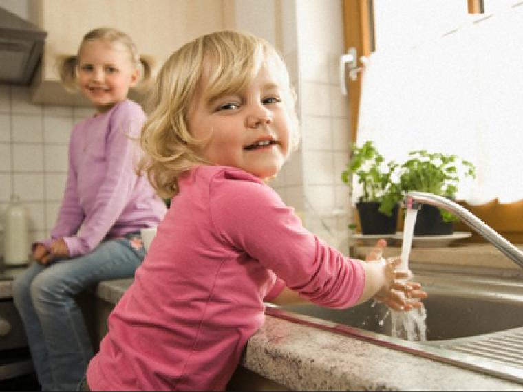 Lecciones de higiene para niños de dos años