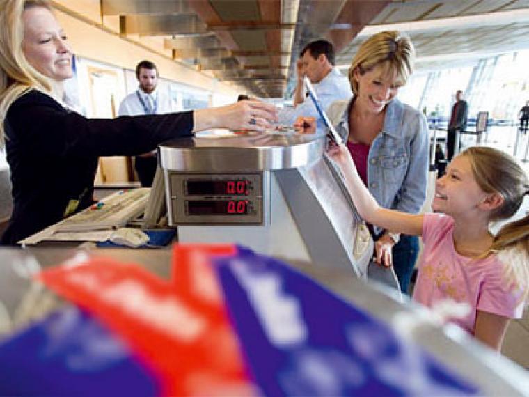 Viajes en avión para embarazadas, bebés y niños solos