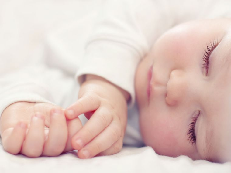 Los ritmos de alimentación y sueño del recién nacido